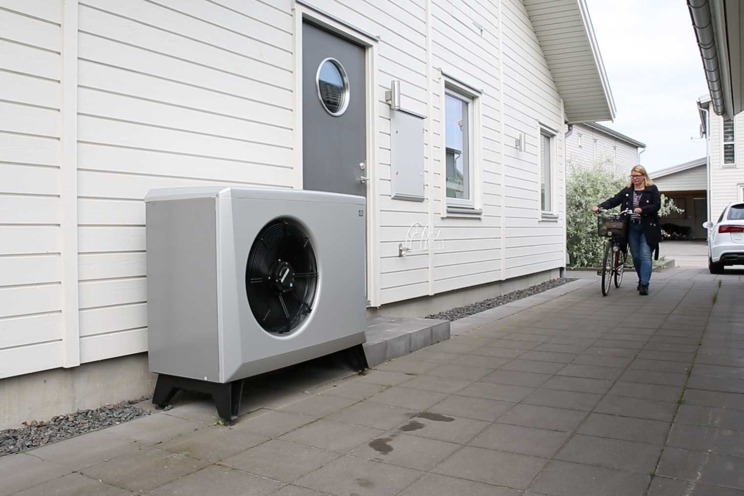 How an air-to-water heat pump works